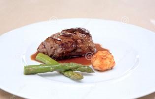 Menší porce jídla k hubnutí