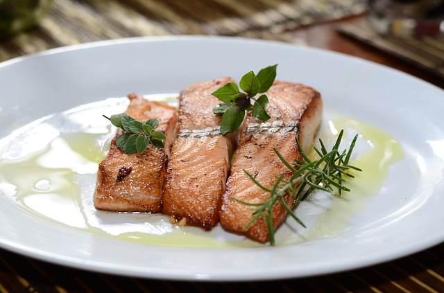 Losos je cenný zdroj omega-3 mastných kyselin