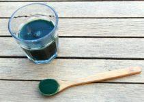 Spirulina má řadu vědecky podložených pozitivních účinků. Ať už se jedná o prevenci proti nachlazení nebo pozitivní efekt při hubnutí.