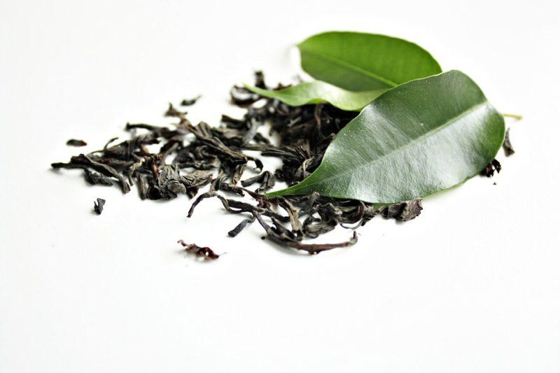 čerstvý a sušený zelený čaj