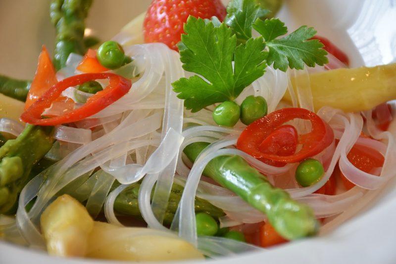 salát s octovou zálivkou