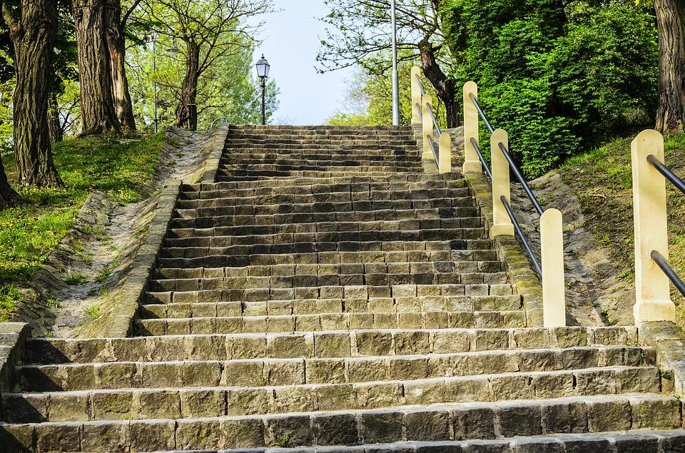 běh do schodů