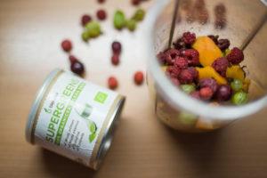 angreštové smoothie s malinami, meruňkou a Blendeou