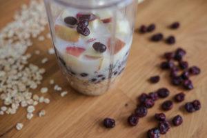 smoothie bowl s brusinkami