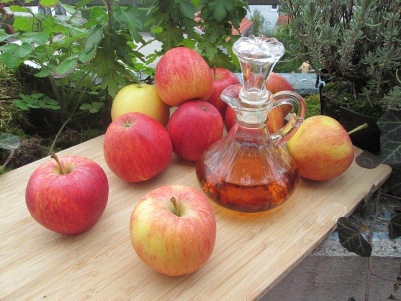 jablka a jablečný ocet