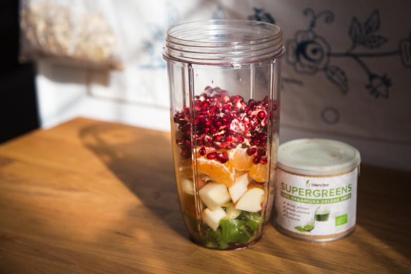 smoothie na imunitu s kiwi a granátovým jablkem