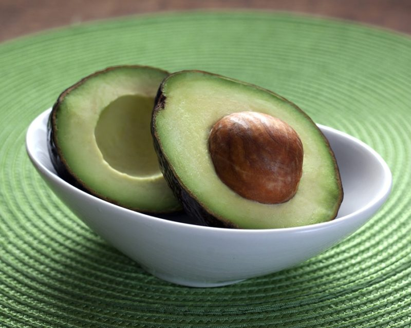 avokádo plné zdravých tuků
