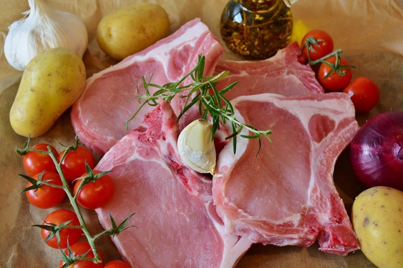 Vepřová pečeně s kořenovou zeleninou a brambory
