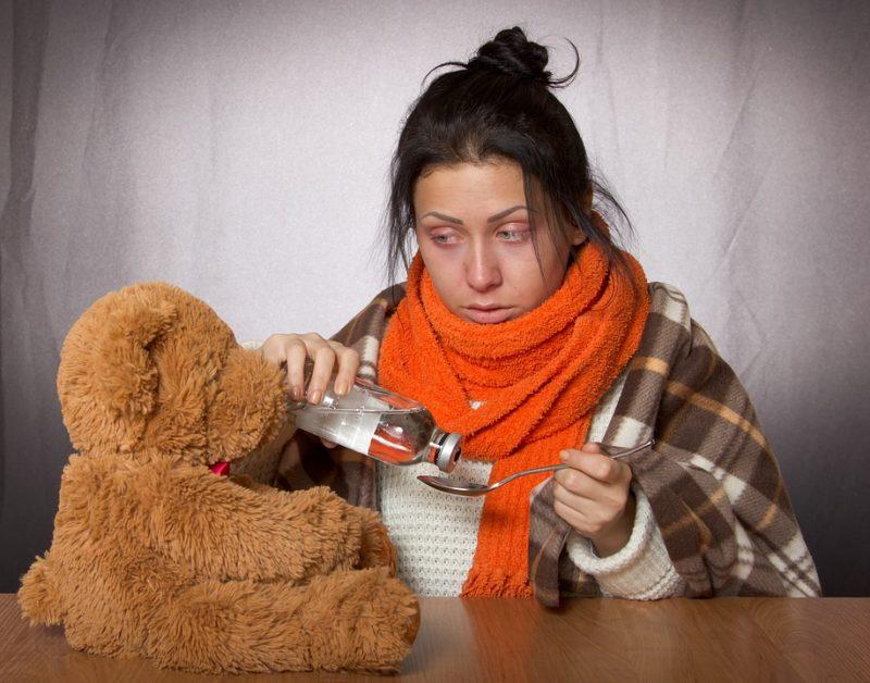 žena nakažená mononukleózou