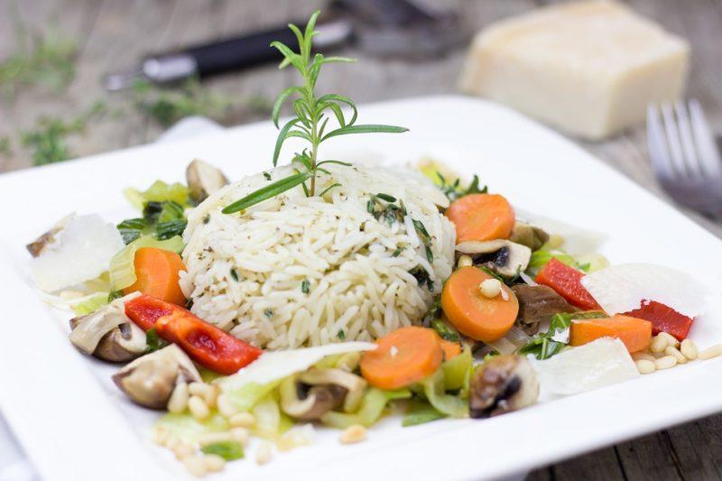 rizoto s grilovanou zeleninou a libovým masem
