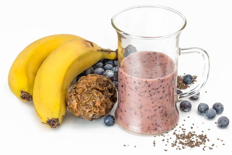 banánovo-borůvkový proteinový nápoj