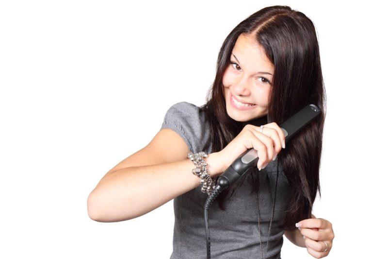 škodlivá žehlićka na vlasy