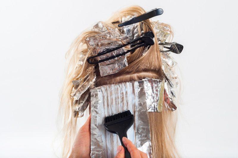 vlivy škodící vlasům