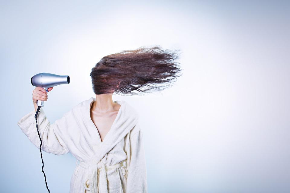 vlasy poškozené vysoušením