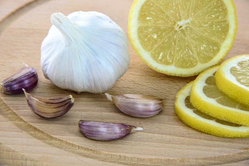 česnek a citrón pro růst nehtů