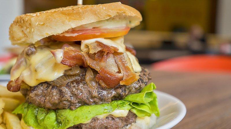 hamburger se slaninou