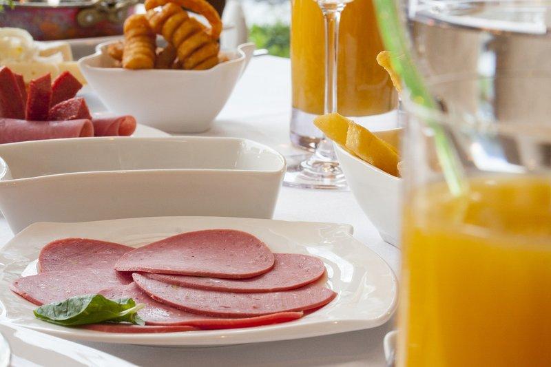 salám snídaně