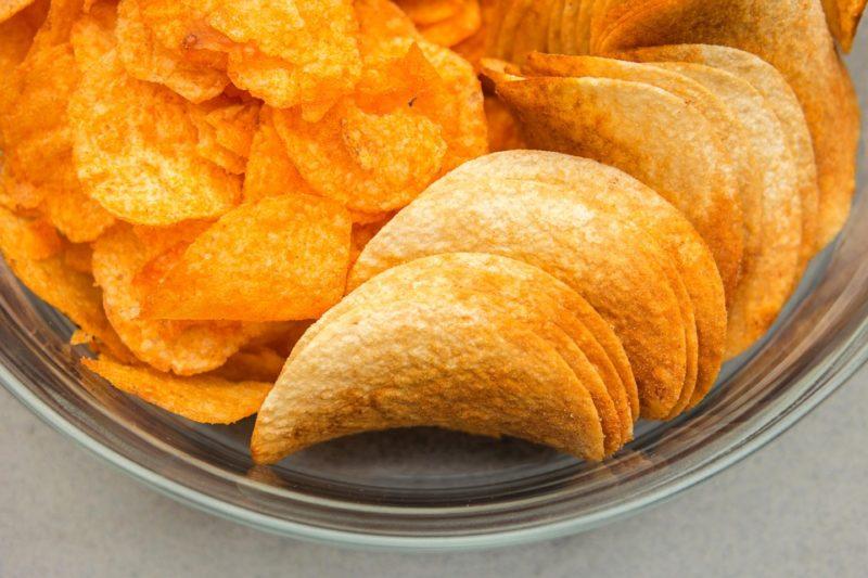 nezdravé solené chipsy