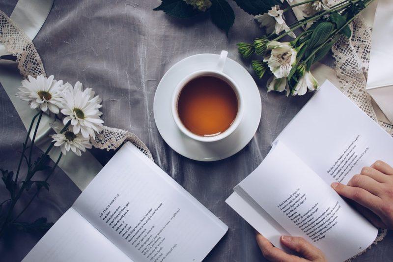 káva a učebnice