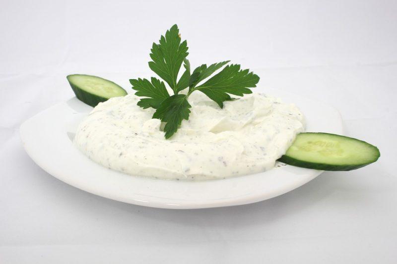 bílý jogurt během ketodiety