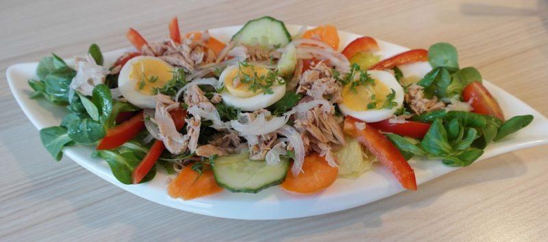 tuňák s vejci během ketogenní diety