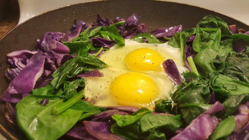 vajíčka se špenátem a zelím