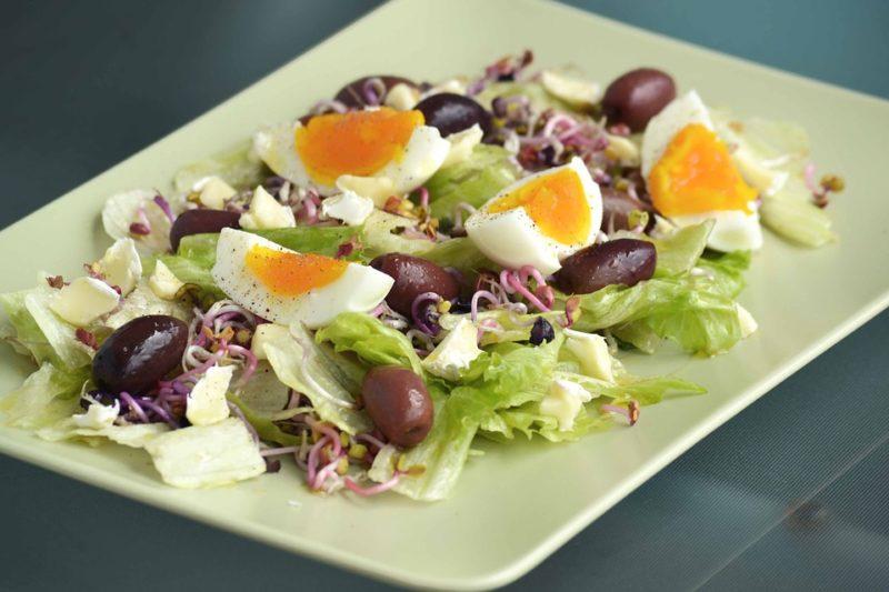 vajíčkový salát se sýrem