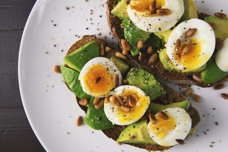 avokádo a vejce během vajíčkové diety