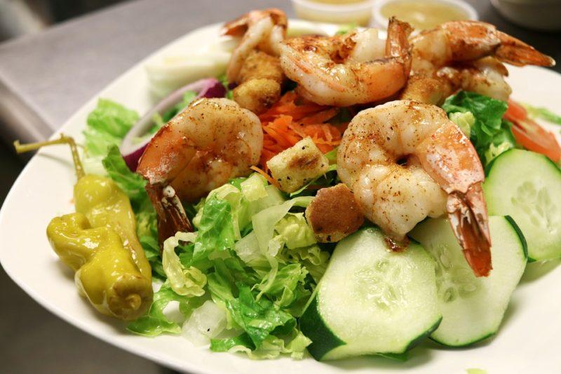 krevetový salát pro ketózu