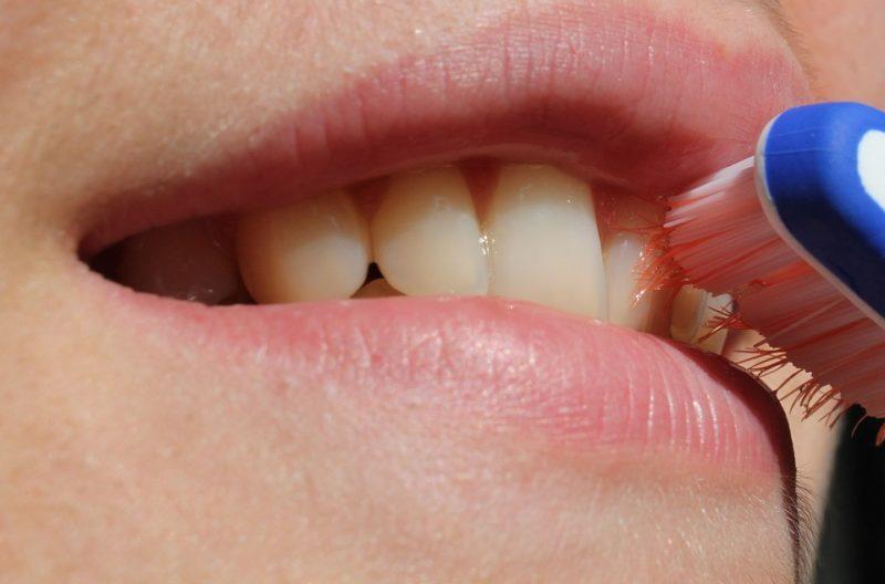 zápach z úst během ketózy