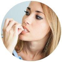 kousání nehtů